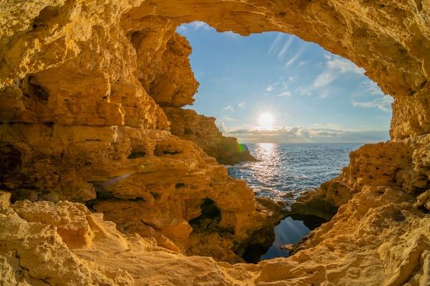 Binnenkant van grot Premium Foto