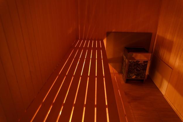 Binnenland van kleine huis houten sauna Premium Foto