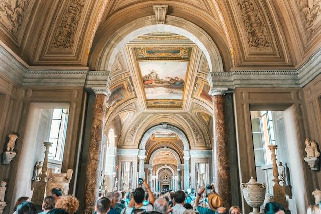 Binnenlands schot van de musea in vaticaanstad Gratis Foto