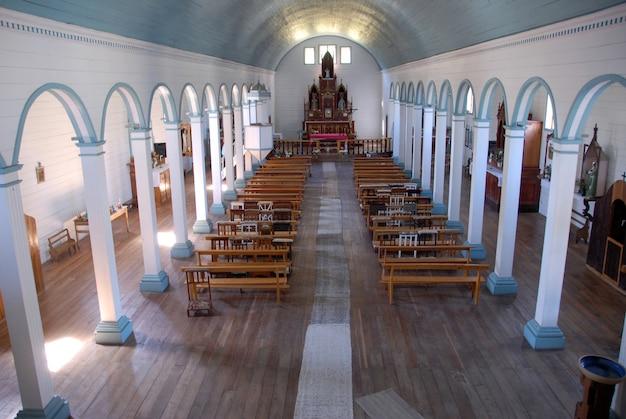 Binnenlands schot van een lege kerk Gratis Foto