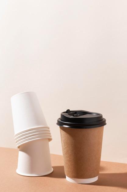 Bio kartonnen bekertjes voor koffie Gratis Foto