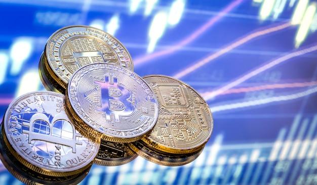 Bitcoin is een nieuw concept van virtueel geld, de afbeeldingen en digitale achtergrond. munten met de afbeelding van de letter b. Gratis Foto