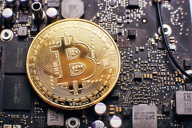 Bitcoin op een processor Premium Foto
