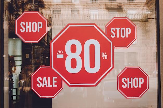 Black friday, tot 80% korting op verkooppromotie promotie verkoopposter Premium Foto