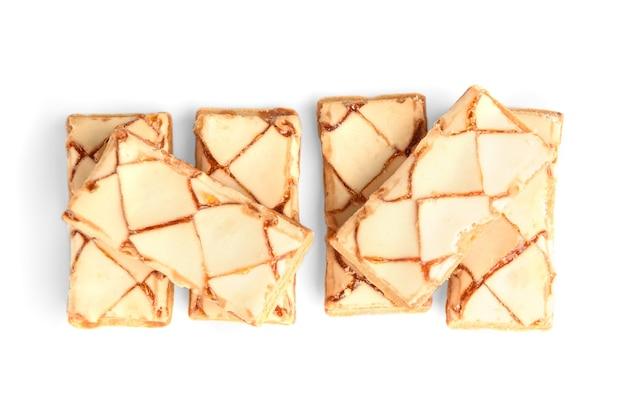 Bladerdeeg cookies geïsoleerd op wit. Premium Foto