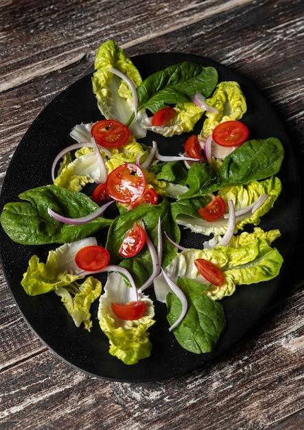 Bladgroentesalade en tomaten Premium Foto