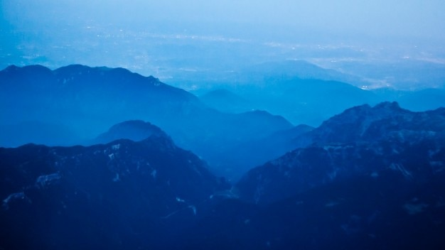 Blauw kleurverloop landschap Gratis Foto