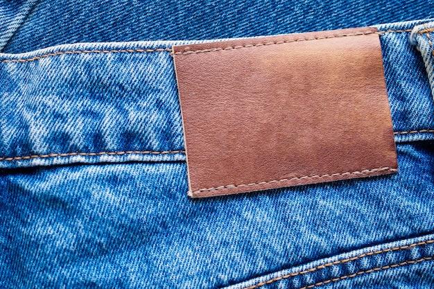 Blauwe denim jeans lederen label textuur achtergrond Premium Foto