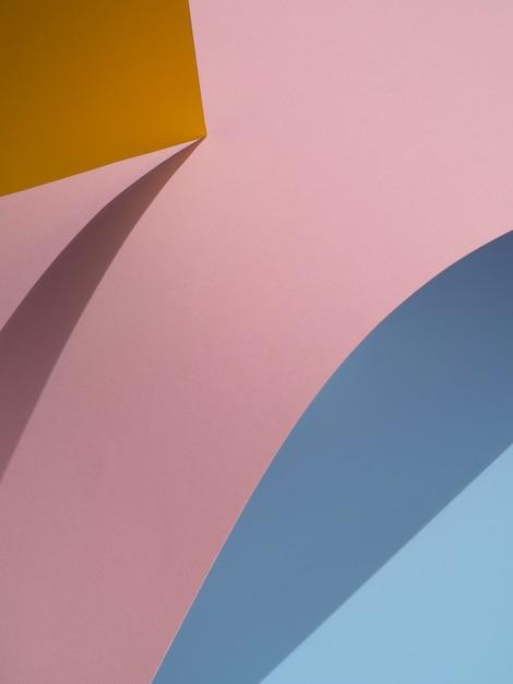 Blauwe en roze abstracte papier vormen met schaduw Gratis Foto