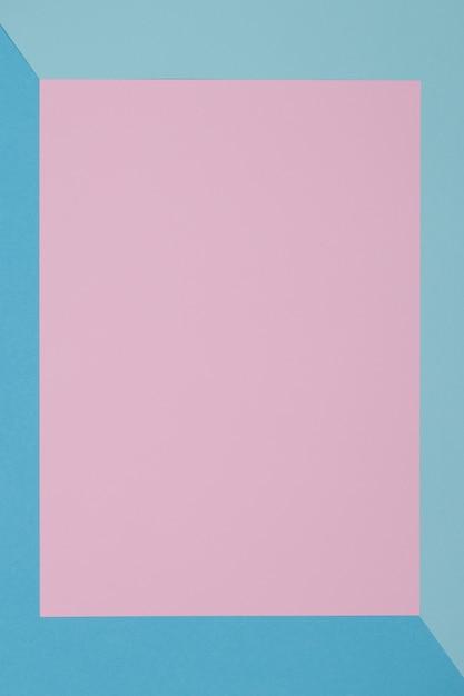 Blauwe en roze achtergrond, gekleurd papier verdeelt geometrisch in zones Premium Foto