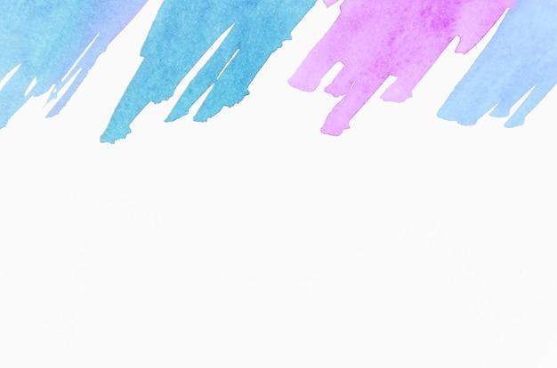 Blauwe en roze penseelstreek geïsoleerd op witte achtergrond Gratis Foto