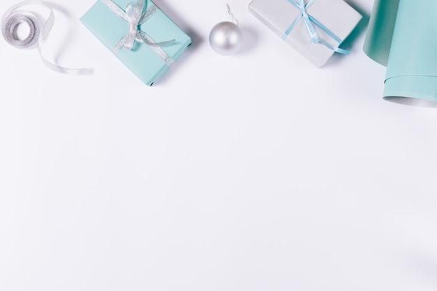 Blauwe en zilveren kerstversiering Premium Foto