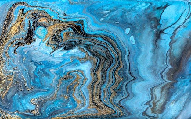Blauwe en zwarte marmeringsachtergrond. gouden marmeren vloeibare textuur. Premium Foto