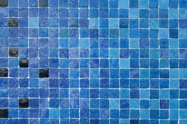 Blauwe en zwarte van de mozaïekmuur textuur als achtergrond Premium Foto