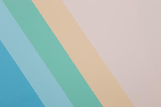 Blauwe, groene, gele achtergrond, gekleurd papier verdeelt geometrisch in zones Premium Foto