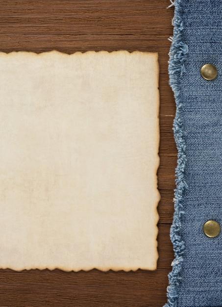 Blauwe jean op houtstructuur Premium Foto