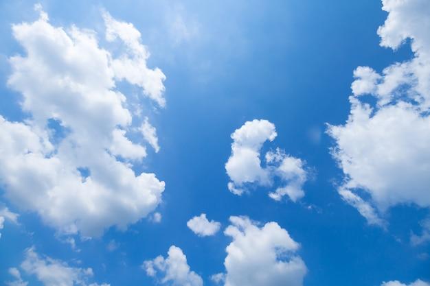 Blauwe lucht en wolken Premium Foto