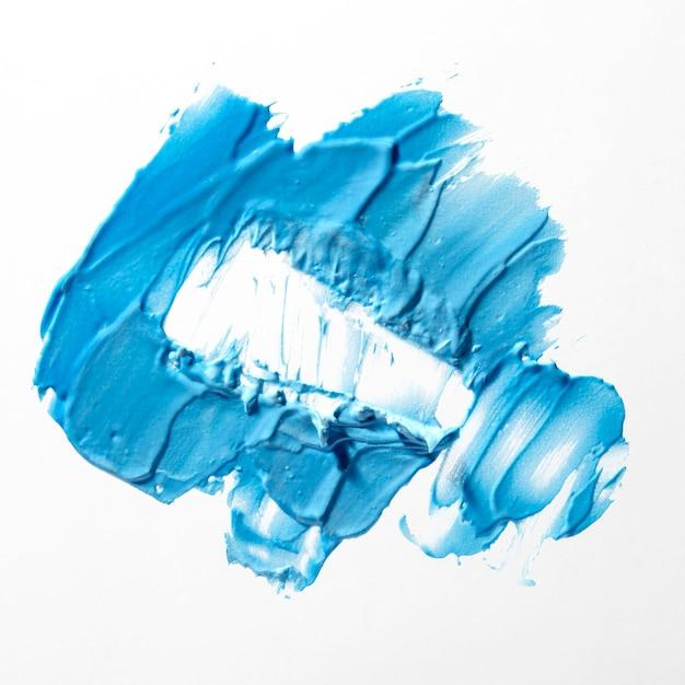 Blauwe penseelstreek op witte achtergrond Gratis Foto