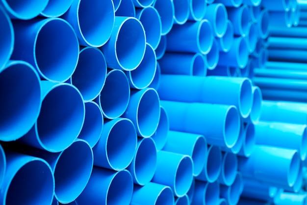 Blauwe pvc-buizen gestapeld Premium Foto