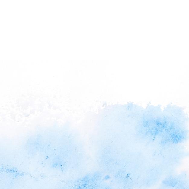 Blauwe waterverfvlek op witte achtergrond Gratis Foto