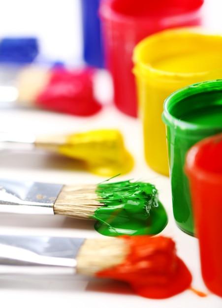 Blikken met kleurrijke verf Gratis Foto