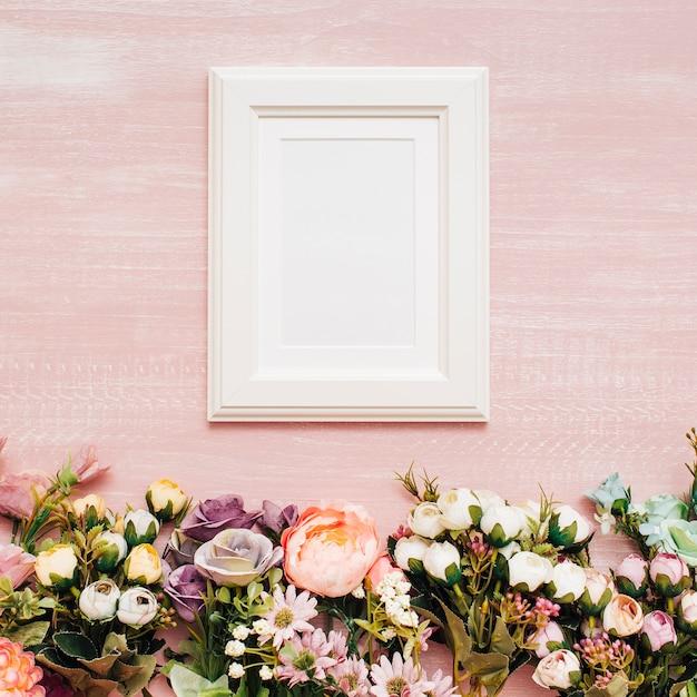 Bloemen met wit frame Gratis Foto
