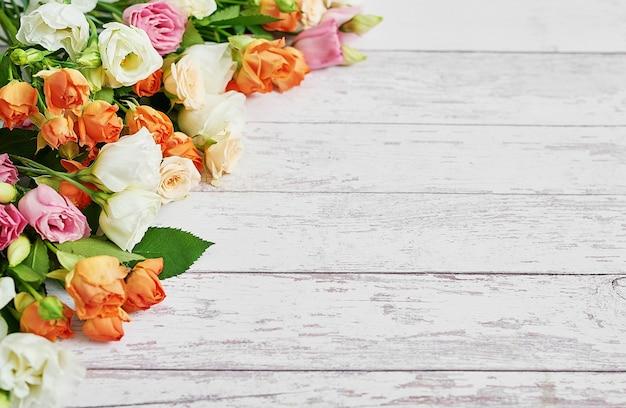 Bloemen voor vrouwendag. moederdag wenskaart. Premium Foto