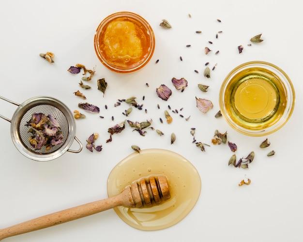 Bloemthee met honing bovenaanzicht Gratis Foto