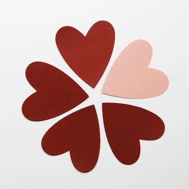 Bloemvorm gemaakt van harten Gratis Foto