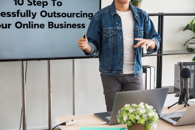Blogger podcaster coaching online bedrijf Premium Foto