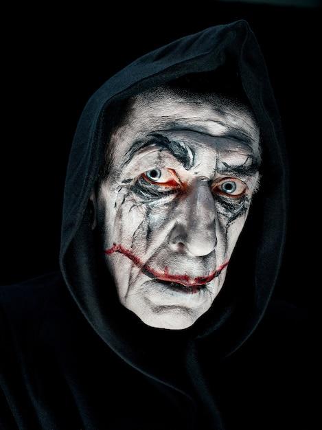 Bloody halloween-thema: gek maniak-gezicht Gratis Foto