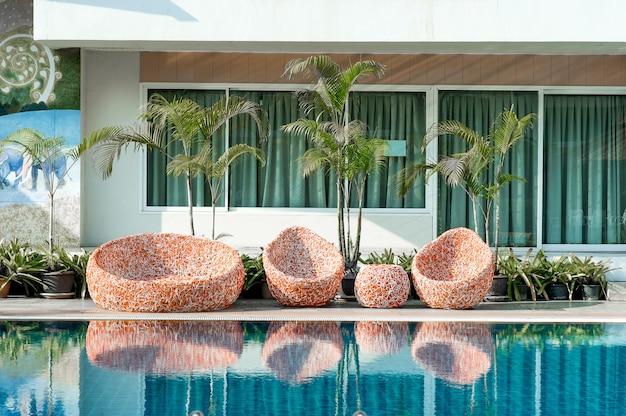 Blue swimming pool klaar om te spelen voor diegenen die graag met kopieerruimte spelen. Premium Foto