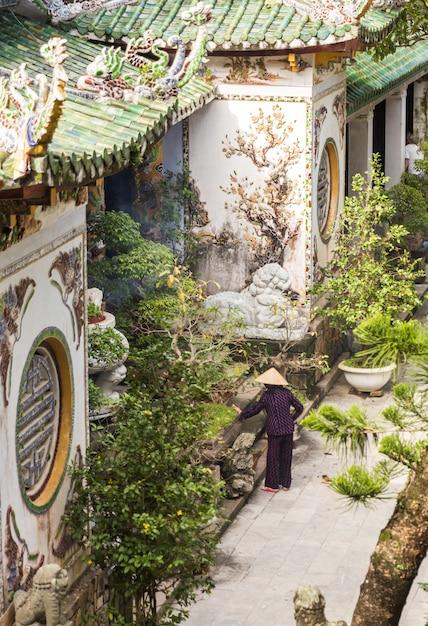 Boeddhistische pagode, tempel bij marmeren bergen, da nang vietnam Premium Foto