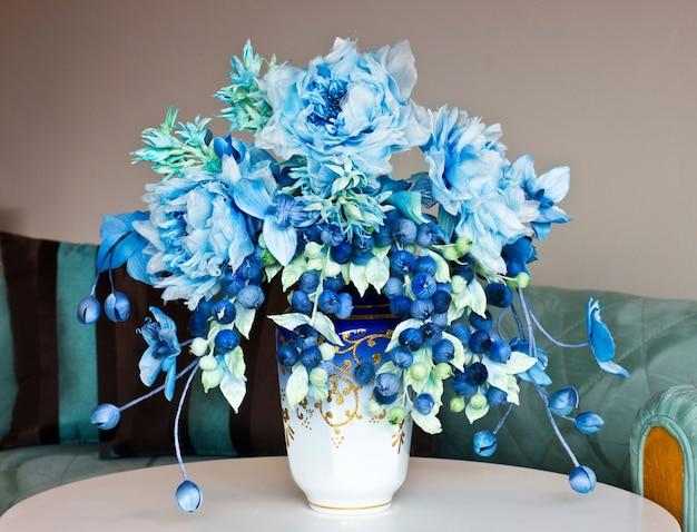 Hedendaags Boeket met blauwe grote bloemen en gesloten knoppen. kunstbloemen HJ-34