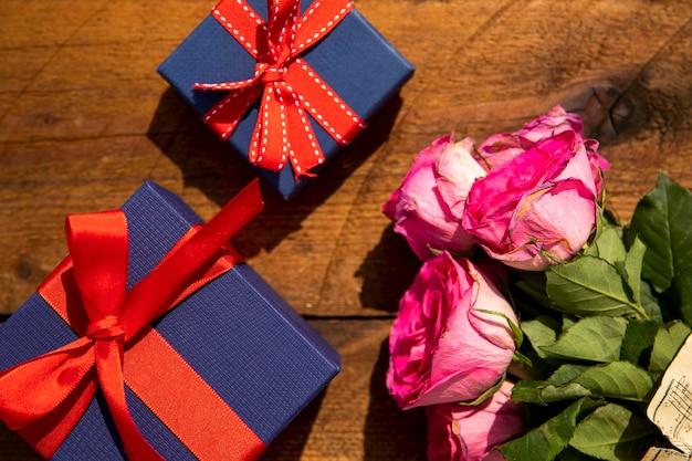 Boeket rozen en geschenken Gratis Foto