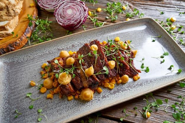 Boerenvlees met mais recept uit de vs. Premium Foto