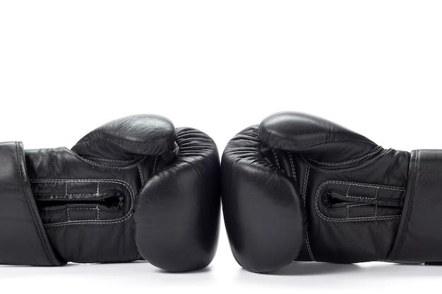 Bokshandschoenen dicht omhoog op wit Premium Foto