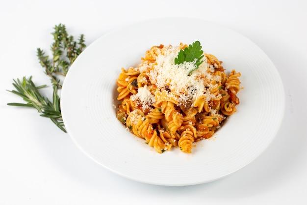 Bolognese pasta met parmezaan Gratis Foto