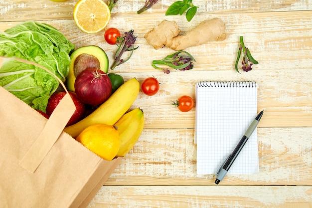 Boodschappenlijst, receptenboek, dieetplan. kruidenier concept. Premium Foto