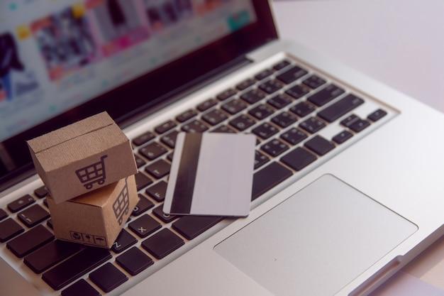 Boodschappenservice op het online web. Premium Foto