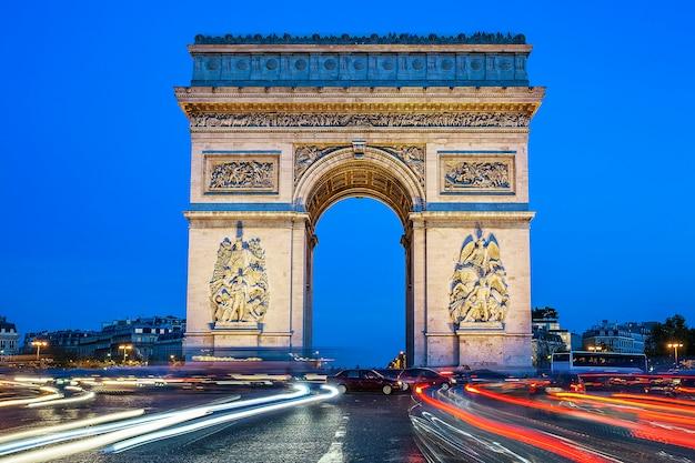 Boog van triomf bij nacht, parijs, frankrijk Gratis Foto
