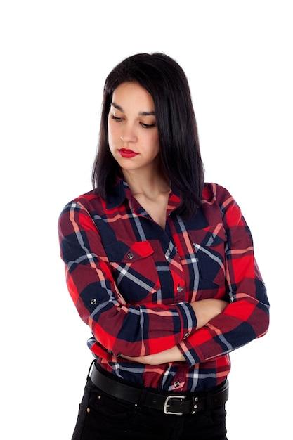Boos donkerbruin meisje met rood plaidoverhemd Premium Foto