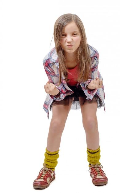 Boos preteen meisje in hipsterstijl Premium Foto