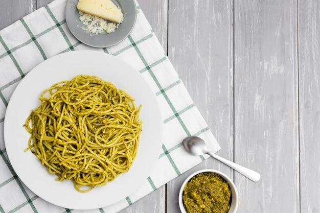 Bord pasta met kaas en saus Gratis Foto