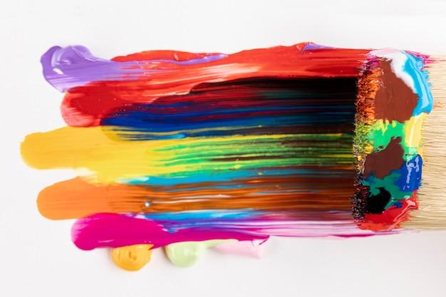 Borstel met gemengde kleurrijke verf Gratis Foto