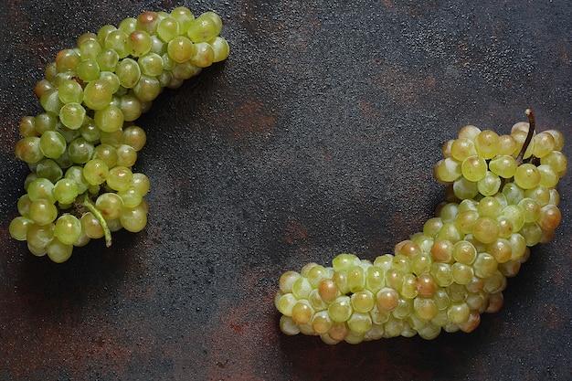 Bos van groene druiven, bovenaanzicht, copyspace Gratis Foto