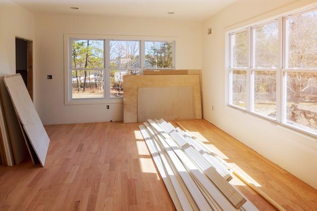 Bouw bouwnijverheid nieuwe huisbouw interieur gipsplaten en afwerking details Premium Foto