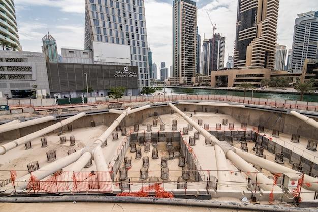 Bouw van een nieuwe wolkenkrabber in dubai, verenigde arabische emiraten Gratis Foto