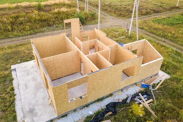 Bouw van nieuw en modern modulair huis Premium Foto
