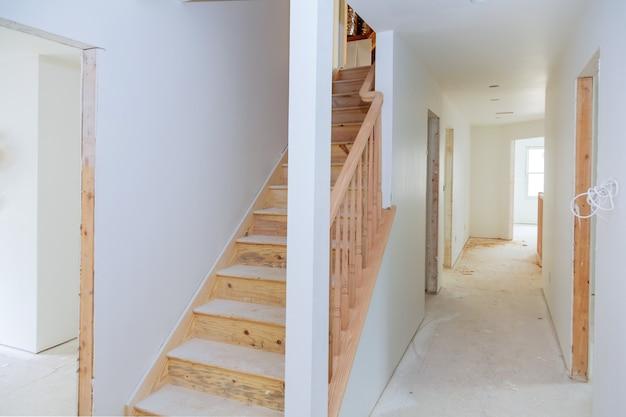 Bouwen is een nieuw huis voor de installatie interieurbouw van woningen Premium Foto